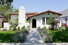 A sweet renovation of Spanish style home in Los Angeles by Jette Creative . Exposed beams were . Spanish Revival Home, Spanish Style Homes, Spanish House, Spanish Colonial, Mission Style Homes, Mission Style Decorating, Style At Home, Renaissance Espagnole, Style Hacienda