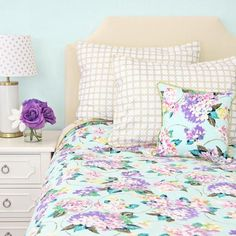 Brilliant 50+ Soft Bedroom Designs with Pastel and White https://decoratoo.com/2017/06/04/50-soft-bedroom-designs-pastel-white/ The furniture in a youthful woman's bedroom needs to be contemporary. The huge, beautiful furniture together with pastoral motif made a French-country feel.