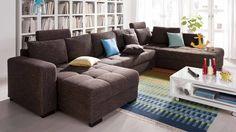 Die aufwendigen Karosteppungen in der Sitzfläche des Möbelstücks aus braunem Stoff sind ein optisches Highlight, während die hochwertige Nosagfederung den erwünschten Sitzkomfort liefert. Die Couchgarnitur macht einen gemütlichen Fernsehabend mit Familie und Freunden zu einem besonderen Anlass.