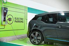 O número de veículoselétricose híbridos (elétricoe combustão) vem crescendo no país. De acordo com a ABVE (Associação Brasileira de VeículosElétricos), em 2016, as vendas aumentaram 17,2% comparado com 2015 e foram comercializadas 1.091 unidades. Hoje, são mais de quatro mil veículos no Brasil. Pensando nesta nova tecnologia sustentável, o Neumarkt e o Norte Shopping, de ...
