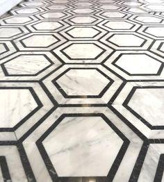 Hexagon Tile Bathroom, Hexagon Mosaic Tile, White Bathroom Tiles, Black And White Master Bathroom, Roman Bathroom, Downstairs Bathroom, Modern Bathroom, Calacatta Gold Marble, Marble Mosaic