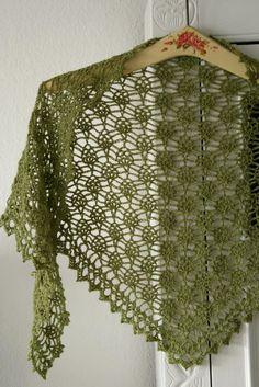 crochet shawl with small pineapples http://frumadsens.blogspot.dk/