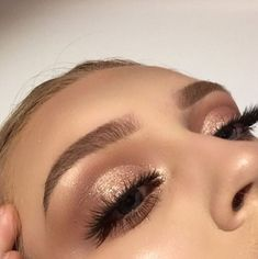 Glittery Smokey Eye Makeup 10 atemberaubende Smokey Eye Makeup Looks The post Glitzerndes Smokey Eye Make-up appeared first on . Glittery Smokey Eye, Smokey Eye Makeup Look, Blue Makeup, Skin Makeup, Sparkly Eyeshadow, Makeup Brushes, Golden Eye Makeup, Makeup Remover, Bronze Eye Makeup