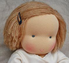 Fabrique Romantique  Love the simple hair