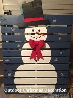 Pallet Ideas Christmas snowman pallet - These pallet Christmas projects will help you deck your halls on a budget! From Bible quotes to snowmen, you're sure to find a project that you adore. Pallet Christmas, Christmas Snowman, Christmas Projects, Christmas Ornaments, Christmas Ideas, Christmas Recipes, Lawn Ornaments, Rustic Christmas, Primitive Christmas