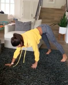 One-arm push ups are a versatile bodyweight exercise. They're great for weight loss, enhancing cardiovascular fitness and reinforcing the body. Learn how to do One-arm push ups with this workout video. Fitness Workouts, Butt Workout, Yoga Fitness, At Home Workouts, Fitness Motivation, Health Fitness, Workout Circuit, Alexia Clark, Natural Teething Remedies