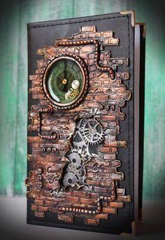 Very interesting look for a scrapbook Chat Steampunk, Steampunk Cards, Steampunk Book, Mixed Media Collage, Mixed Media Canvas, Altered Books, Altered Art, Diy Inspiration, Handmade Books