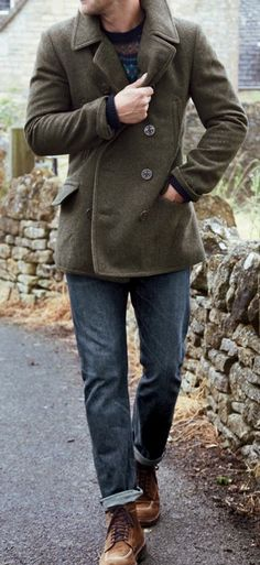 An olive pea coat and blue jeans worn together are the perfect getup for men who prefer effortlessly refined ensembles. When not sure as to what to wear when it comes to footwear, go with brown suede casual boots. Sharp Dressed Man, Well Dressed Men, Looks Cool, Men Looks, Marine Look, Look Fashion, Mens Fashion, Fashion Photo, Men Suits