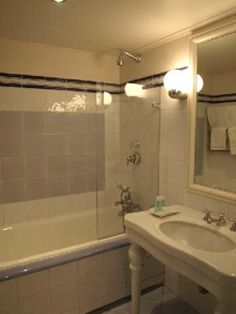 Amenajare baie mica de bloc c utare google bathrooms for Amenajare baie garsoniera
