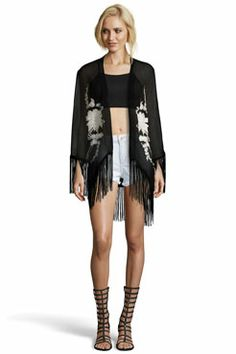 Boutique Amy Tassle Hem Flower Embroidery Kimono at boohoo.com 38€ (Me gusta en rosa, no en negro)