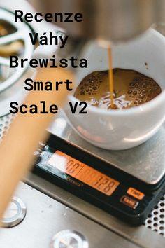Váha Brewista má své silné stránky, ale i mouchy. V článku popisuji zkušenost s váhou, jak již doma tak v kavárně. Smart Scale, V60 Coffee, Coffee Maker, Kitchen Appliances, Coffee Maker Machine, Diy Kitchen Appliances, Coffee Percolator, Home Appliances, Coffee Making Machine