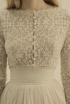 beautiful lace bodice with self buttons kinda reminds me of a beautiful cardigan, and the tulle skirt just makes it perfect!!!