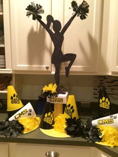 The best Sports banquet centerpieces Cheer Banquet, Football Banquet, Football Cheer, Cheer Camp, Cheer Coaches, Alabama Football, American Football, College Football, Cheerleading Decorations
