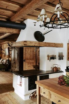 What We Loved This Week - An Alpine chalet that captures cabin living at its ve. What We Loved This Week - An Alpine chalet that captures cabin living at its very best. Chalet Design, Chalet Style, Küchen Design, Interior Design, Rustic Kitchen, Kitchen Decor, Kitchen Ideas, Design Kitchen, Rustic Farmhouse