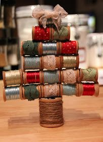 Cup of Delight: Vintage Spool Christmas Tree {Monday's Cup of Creativity}