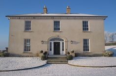 A frosty morning at this Neo-Georgian country house set in an idyllic Irish landscape English Farmhouse, Farmhouse Plans, Traditional Exterior, Traditional House, Porch Architecture, Porch Uk, Country Home Exteriors, Country Homes, Porch House Plans
