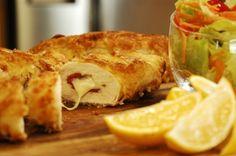 Tavuk Sarma – Turkish chicken wrap Tavuk Sarma Malzemeleri - 4 kişilik / Hazırlanış süresi 20 dk / Pişme süresi 30 dk   - 4 adet tavuk göğüs -
