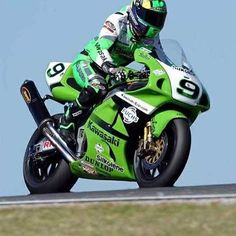 Kawasaki Ninja Bike, Kawasaki Zx7r, Kawasaki Motorcycles, Racing Motorcycles, Velentino Rossi, Custom Metal Fabrication, Sportbikes, Suzuki Gsx, Street Bikes