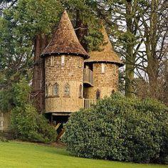 Маленький замок в лесу