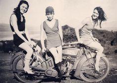 ☕ @caferacer.brasil ☕♠ #garage #moto #vintage #oldschool #motorbike #motorcycle #retro #bobber #tracker #ratbike #custom #speed #Scrambler #cafeculture #bike #cafe #caferacerculture #custombike #biker #ride #cb #retro #Brasil #motor #honda