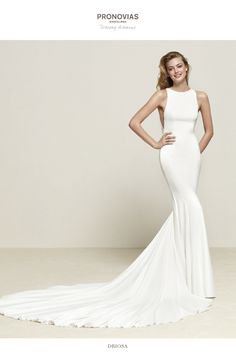 cf69fe1af8a8 Driosa  Mermaid wedding dress with large train in crepe and tulle -  Pronovias