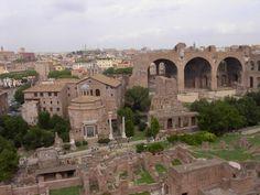 Templo de Romulo y Foro Romano - http://www.absolutroma.com/templo-de-romulo-y-foro-romano/
