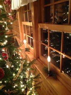 Candles in the windows. Imagining spending the holidays in a secluded cabin surrounded by snow. Cabin Christmas, Merry Christmas To You, Christmas Mood, Primitive Christmas, Country Christmas, Christmas Windows, Christmas Ideas, Xmas, Christmas Candle Lights