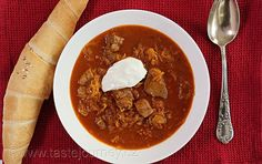 Segedínský+guláš+–+dokonalý+lék+na+šedé+a+mrazivé+dny Chili, Soup, Ethnic Recipes, Red Peppers, Chile, Chilis, Soups, Chowder