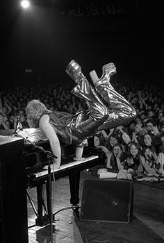This was Elton in the summer of 1973; I saw him for the first time August 31.