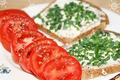 Maras buntes Frühstück - Schnittlauchbrot und Tomaten - so lecker!