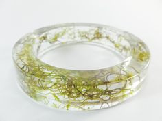 Size/Dimensions/Weight  Internal Diameter 6.8cm (2.7in) Height 1.5cm (0.6in) Materials utilised  Resin, Moss. Production method  This piece is handmade.