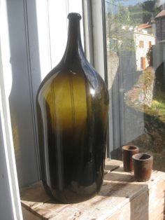 *VERRE *ANTIQUE *GLASS * Antiquités du Sud Marchandises de hasard: Grande bouteille en verre soufflé. Verreries d'Arl...