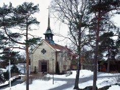 This could be the church: Kulosaari Getting Married, Cabin, Architecture, House Styles, Outdoor, Home Decor, Arquitetura, Outdoors, Decoration Home