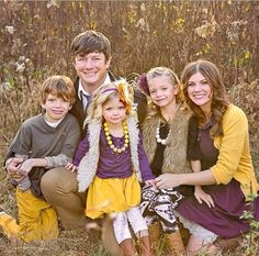 Take a look at the best casual outfits for family pictures in the photos below… Fall Family Portraits, Fall Family Photos, Family Posing, Family Pics, Fall Photos, Purple Family Pictures, Family Pictures What To Wear, Outfits For Family Pictures, Fall Family Picture Outfits
