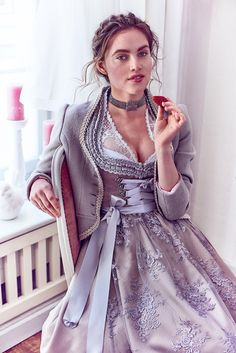 silk & pearls / traditional costumes & designer dnddl Source by Maid Dress, Dress Up, Dirndl Dress, Feminine Dress, Traditional Dresses, Coat, Gowns, Style, Oktoberfest Costume