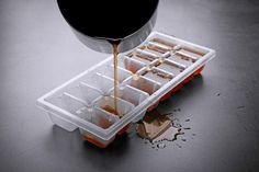 Ice cube trays filled with coffee. Coffee ice cubes cool hot coffee without diluting the taste. Coffee Ice Cubes, Hot Coffee, Coffee Drinks, Iced Coffee, Easy Cooking, Cooking Tips, Ice Cube Melting, Frozen Coffee, Yummy Ice Cream