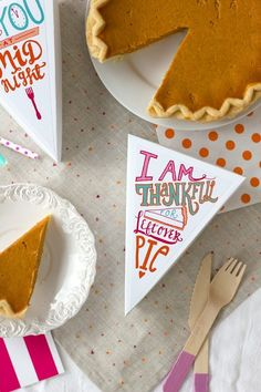 """I Am Thankful for Leftover Pie"" Free Printable for Thanksgiving from @StudioDIY"