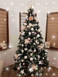 Vánoční stromky ozdobené našimi zákazníky | Svět Stromků Silver Christmas Decorations, Holiday Decor, Christmas Aesthetic, Christmas Time, Wallpapers, Palaces, Fir Tree, Noel, Christmas Tree