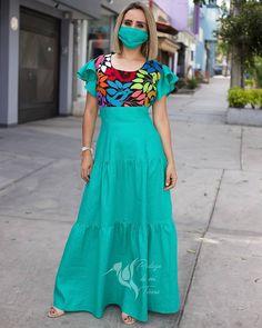 """Pedazo de mi Tierra on Instagram: """"Una belleza esmeralda. Así hemos catalogado este hermoso vestido de lino con bordado a mano de Jalapa de Díaz.😍 Podemos hacerlo a tu…"""" Baby Shower, Summer Dresses, Style, Fashion, Linen Dresses, Women's Fashion Dresses, Embroidered Dresses, Hand Embroidery, Long Dresses"""