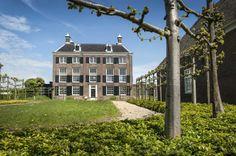 Wie over de A10 bij Amsterdam-Oost rijdt, ziet het 'Gemeenlandshuis van den Zeeburg en Diemerdijk' boven de Diemerzeedijk uitsteken. Ruim 250 jaar werd het door het Hoogheemraadschap gebruikt om te vergaderen over de dijk, die het gebied van Amsterdam tot Muiden beschermde tegen het water van de Zuiderzee. Sinds 2008 is het gebouw in het bezit van Vereniging Hendrick de Keyser, die bijzondere architectuur wil behouden. Een geschikte bestemming en exploitatie bieden een monument…