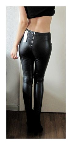Leather Pants Outfit, Leather Skirt, Shiny Leggings, Leggings Are Not Pants,  Vetements Clothing, Hipsters, Black Leather, Trousers, Tights 97124e65ac