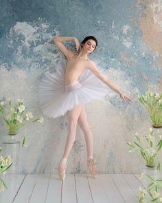 Look Here For Great Advice About Photography Ballet Real, Ballet Girls, Ballet Dancers, Ballet Art, Ballet Photography, Photography Poses, Photography Lighting, Ballet Pictures, Black Ballerina