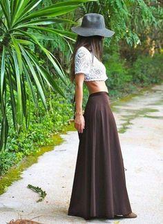 Crop top crochet bianco - Un crop top all'uncinetto bianco con cappello e long skirt