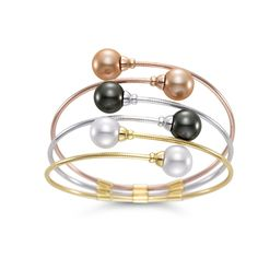 Mastoloni Flex Cuff combines a trio of pearls and metals, proving that three's a charm! With a titanium core wrapped in 18kt gold, this pearl bracelet is able to retain its shape no matter the distress. The bracelet is available in white/yellow/rose gold and with 10-10.5mm white and golden South Sea and Tahitian pearls.