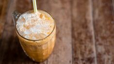 The Regimen Iced Vanilla Oolong Latte: Try this iced oolong tea latte recipe for a quick caffeine boost. Milk Tea Recipes, Iced Tea Recipes, Thm Recipes, Coffee Recipes, Gourmet Recipes, Gourmet Foods, Baby Recipes, Healthy Recipes