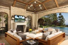 View Pictures of Tom Brady & Gisele Bundchen's House in LA. High Resolution Photos of Tom Brady & Gisele Bundchen's house and Tom Brady & Gisele Bundchen's Home Address Outdoor Living Areas, Outdoor Rooms, Outdoor Furniture Sets, Outdoor Patios, Outdoor Kitchens, Garden Furniture, Outdoor Decor, Tom Bradys House, Casa Kardashian