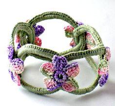 Uncinetto bracciale fibra bracciale Bangle Chainmail salvia con fiori di salvia rosa viola