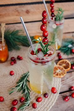 Bitter Orange Sprizz Aperitif - Cocktail Rezept für Weihnachten und Silvester Aperitif Cocktails, Cranberries, Drinks, Food, Christmas Dinner Recipes, New Years Eve, Drinking, Beverages, Essen