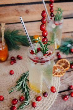 Bitter Orange Sprizz Aperitif - Cocktail Rezept für Weihnachten und Silvester Aperitif Cocktails, Cranberries, Drinks, Food, Christmas Dinner Recipes, New Years Eve, Drinking, Beverages, Essen