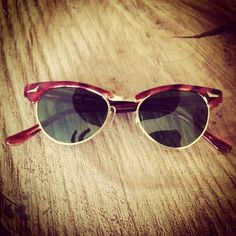 http://www.misterspex.fr/lunettes-de-soleil/ray-ban-clubmaster-rb-3016-114515-smal_f6505741.html